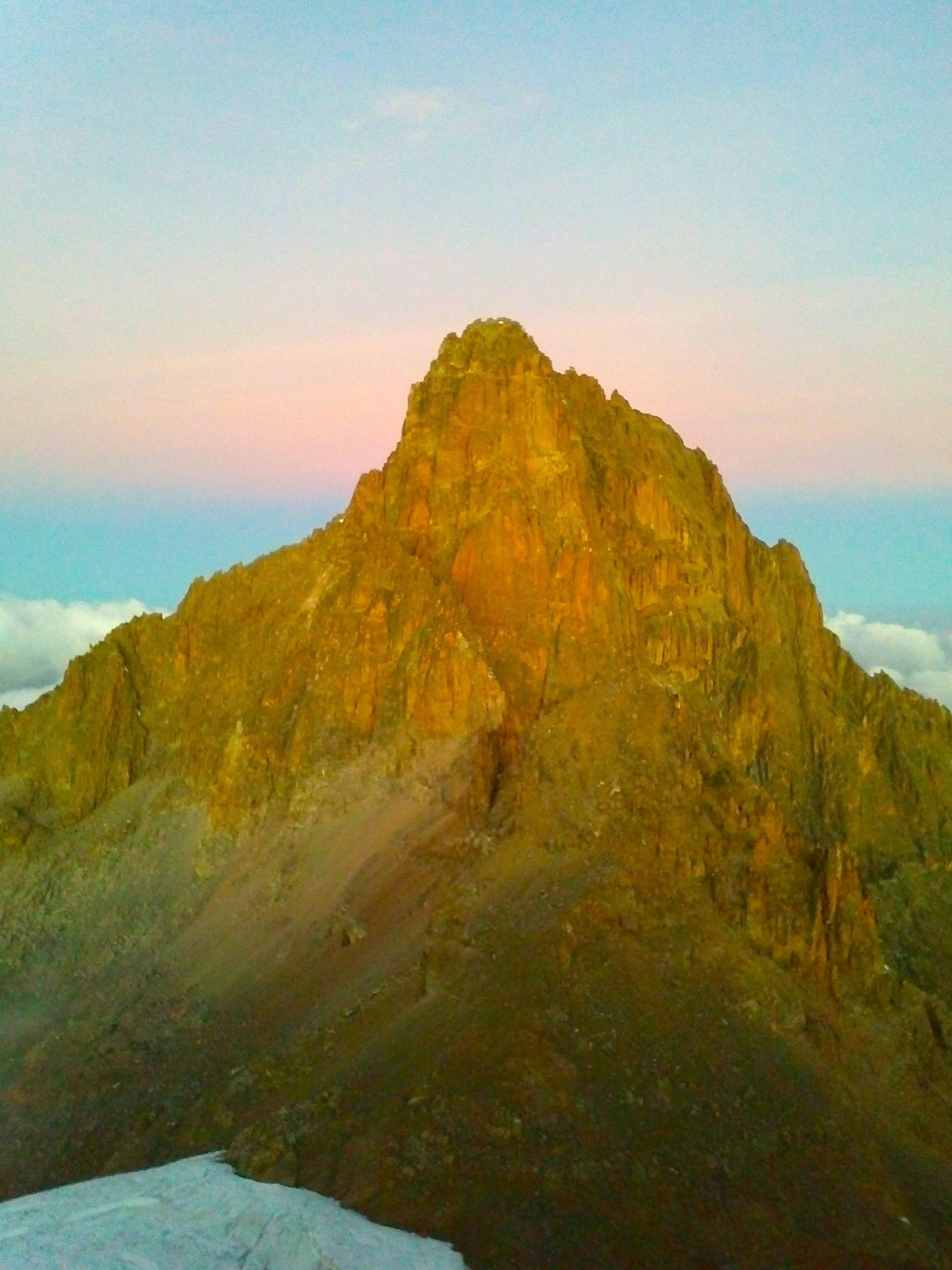 Mont Batian, en face du  Mont Lenana – Mont Kenya