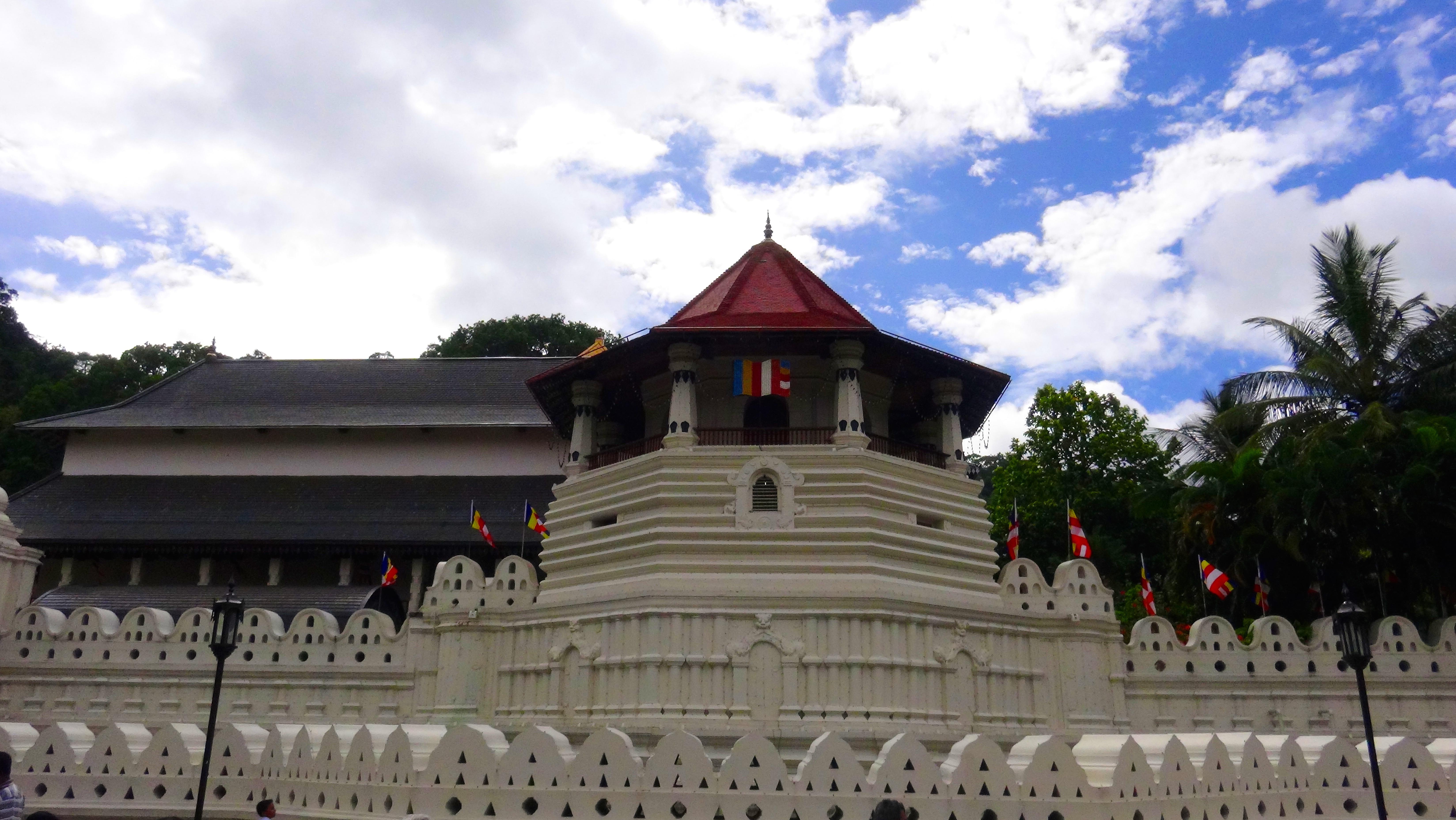 Dans le temple de la relique de la dent de Budha – Kandy